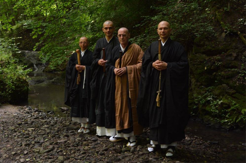 Dharma átadások